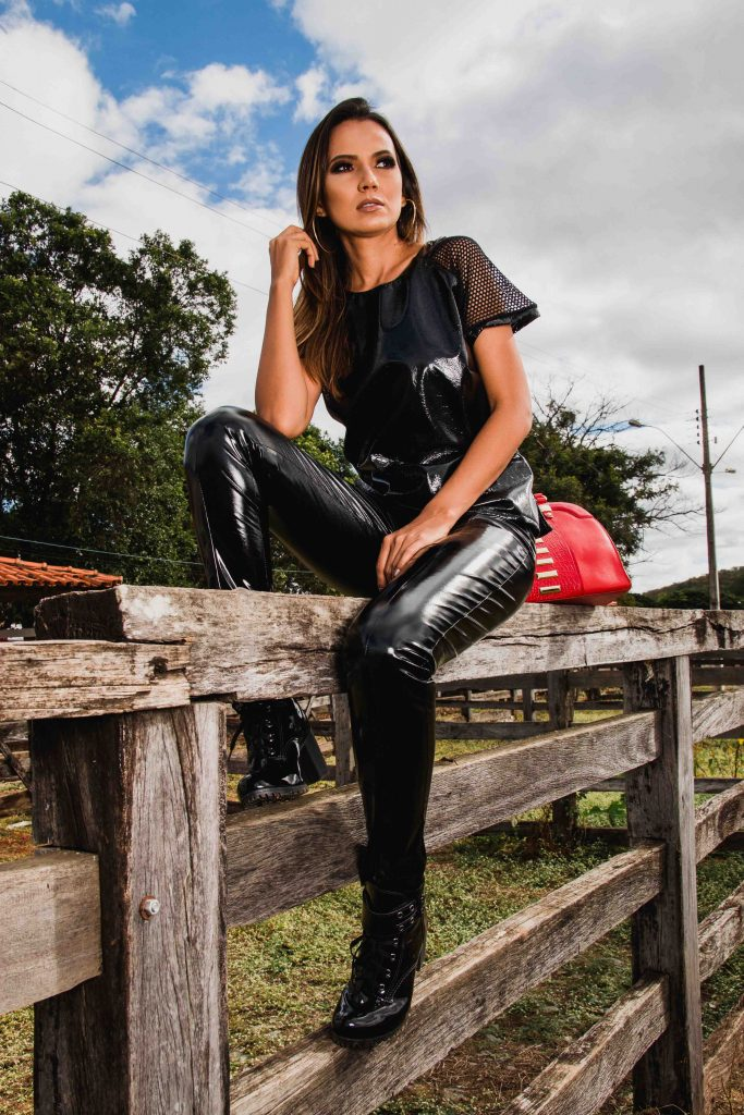 London escorts - super sexy girl in leather pants